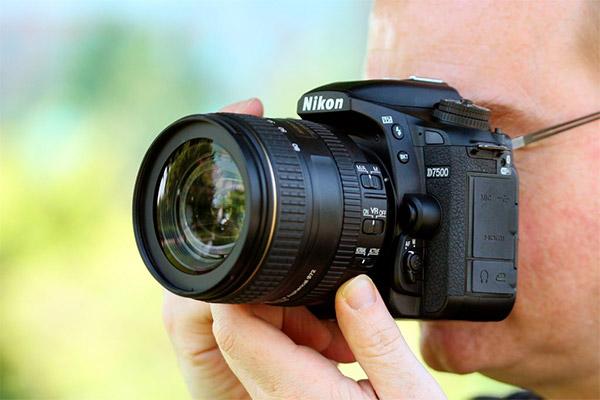 معرفی دوربین Nikon D7500