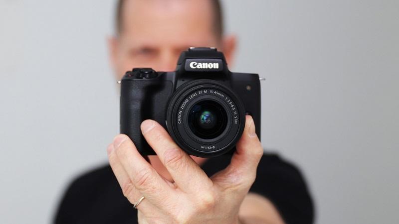 معرفی دوربین Canon EOS M50